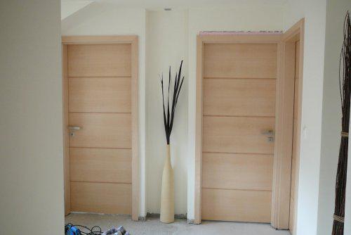 Pokračování našeho stavebního úsilí :)) - dveře v hale