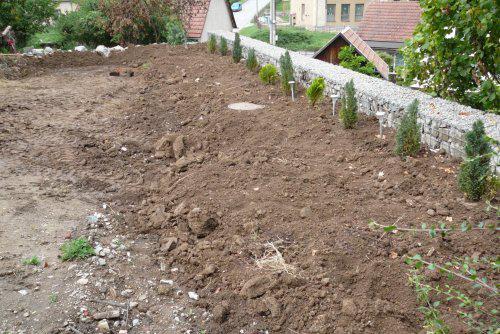 Pokračování našeho stavebního úsilí :)) - dosypanej pozemek