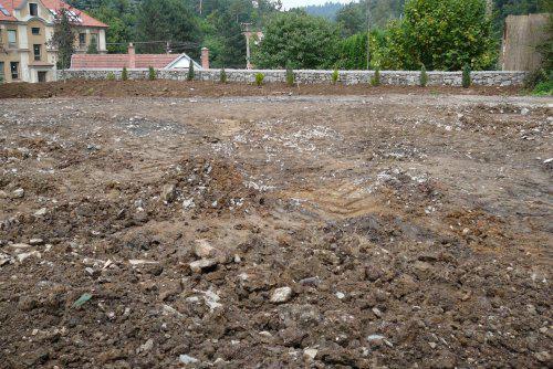 Pokračování našeho stavebního úsilí :)) - momentální stav pozemku..:((