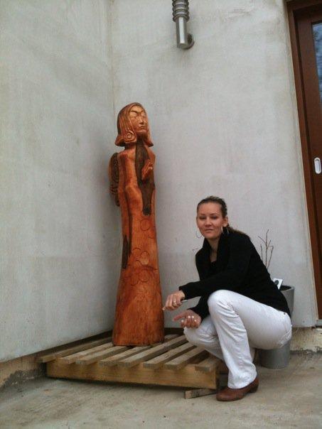 Pokračování našeho stavebního úsilí :)) - je doma..socha je natřená lněným olejem, bude světlejší, jak to vyschne..