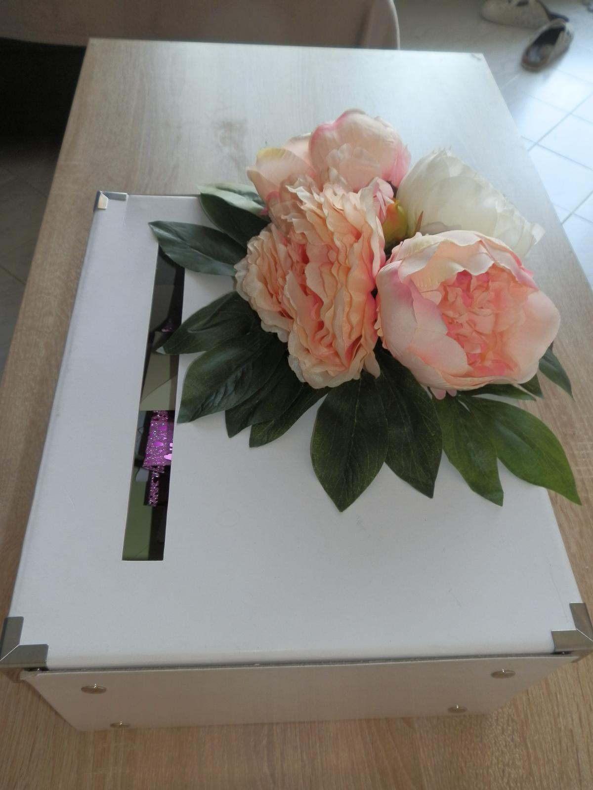 Box na svatební přání z umělých pivoněk - Obrázek č. 1