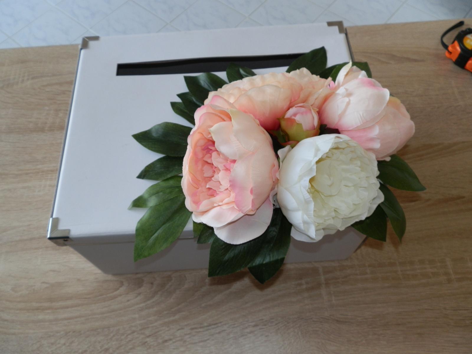 Box na svatební přání z umělých pivoněk - Obrázek č. 2