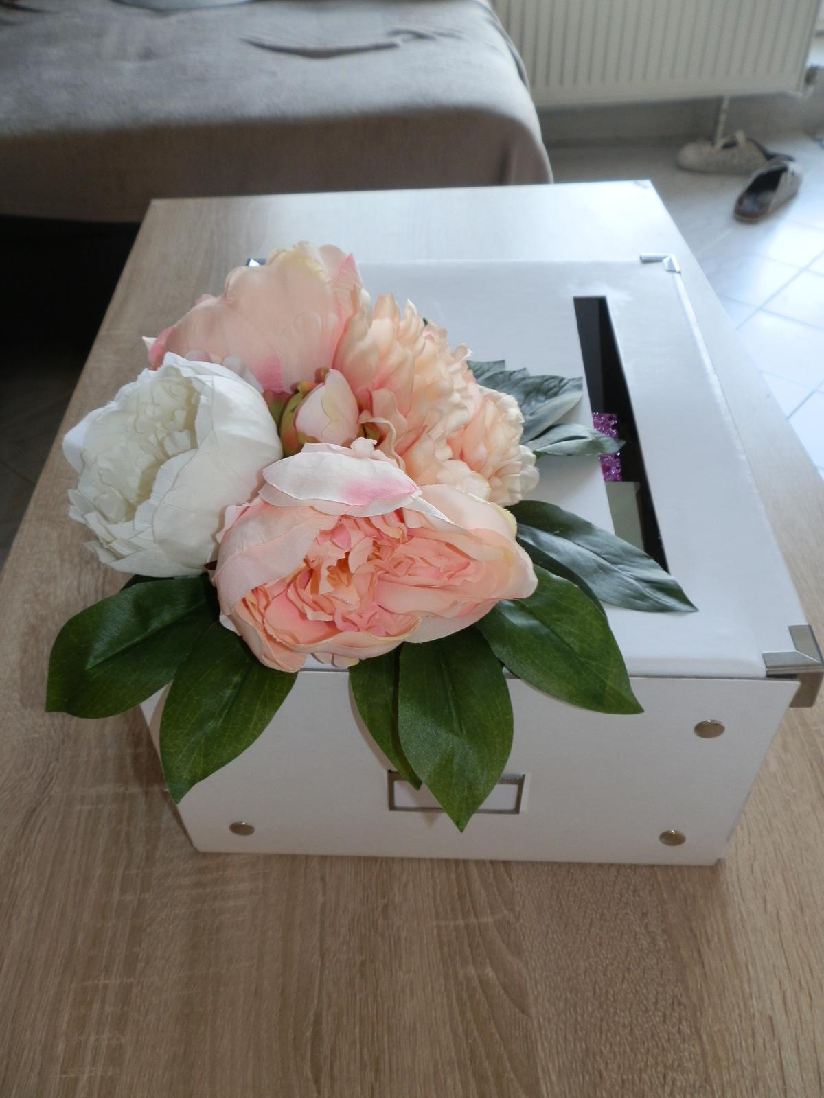 Box na svatební přání z umělých pivoněk - Obrázek č. 3