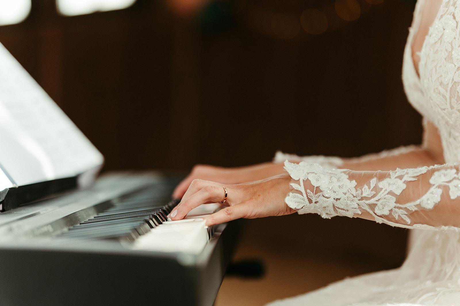 Živá hudba ke svatebnímu obřadu - klávesy, housle, violoncello,zpěv - Obrázek č. 1