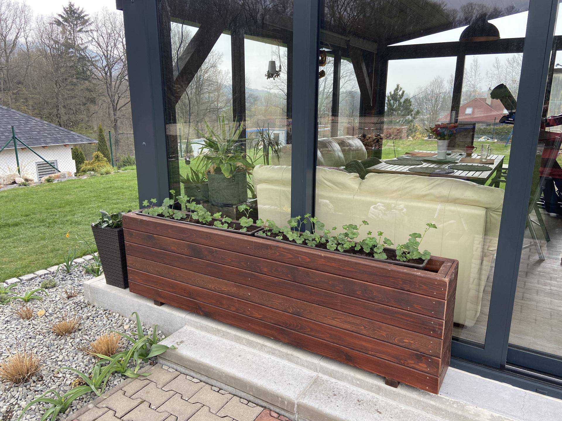 Pergola + zimní zahrada + zahrada - Jiné místo pro truhlíky