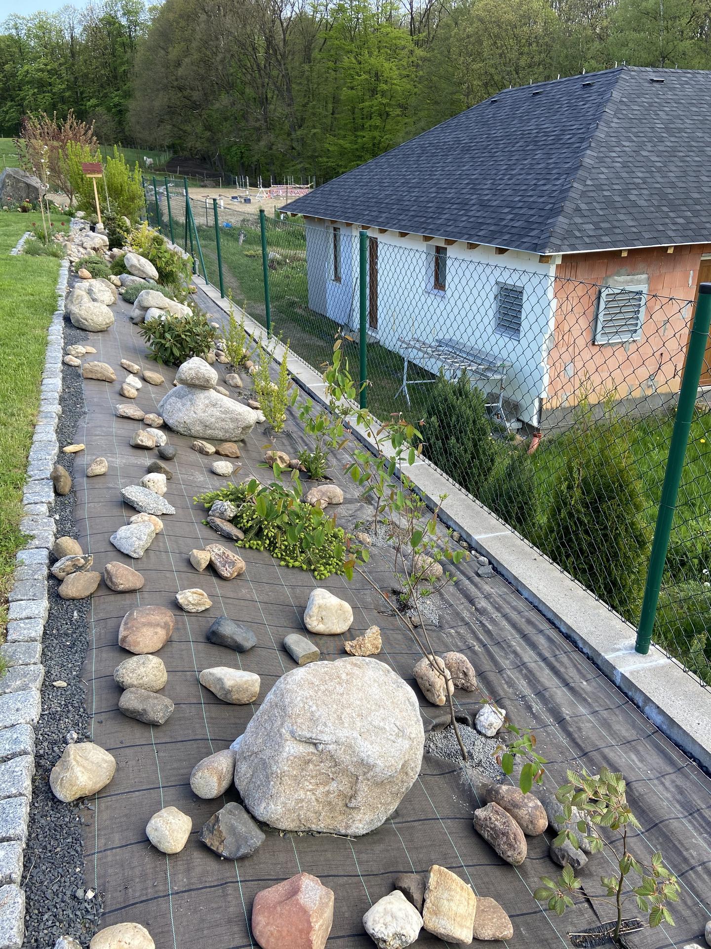 Pergola + zimní zahrada + zahrada - Doladit kačirkem a výsadbou