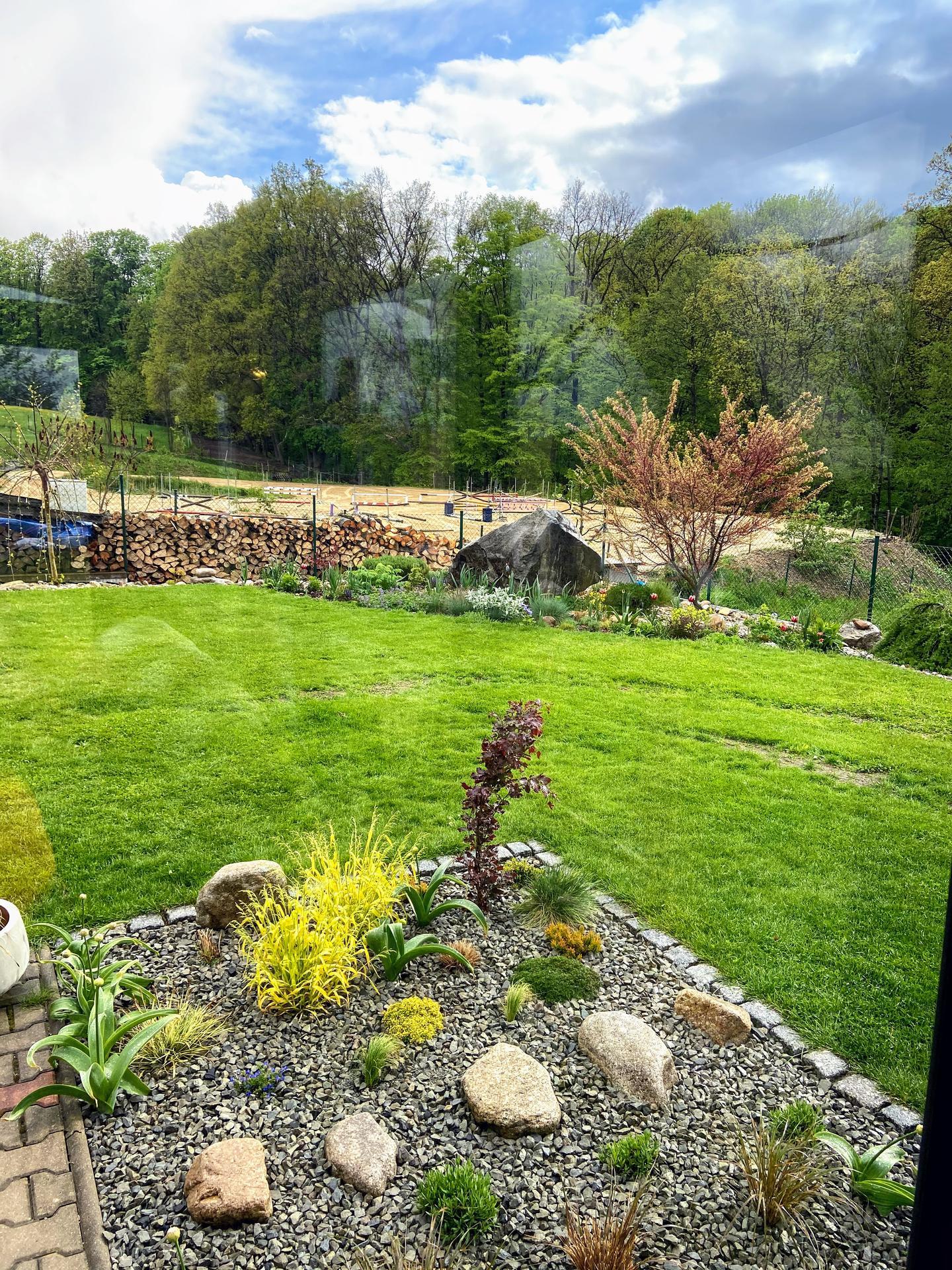 Pergola + zimní zahrada + zahrada - po dešti, naštěstí u nás nebyly kroupy