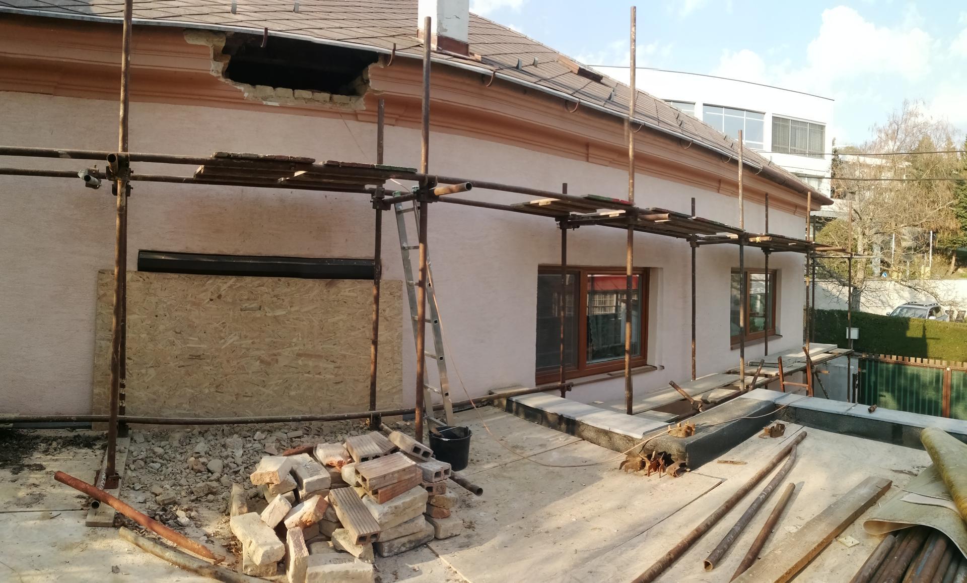 Prestavba podkrovia zo sedlovo valbovej na sedlovú strechu. - Obrázok č. 27