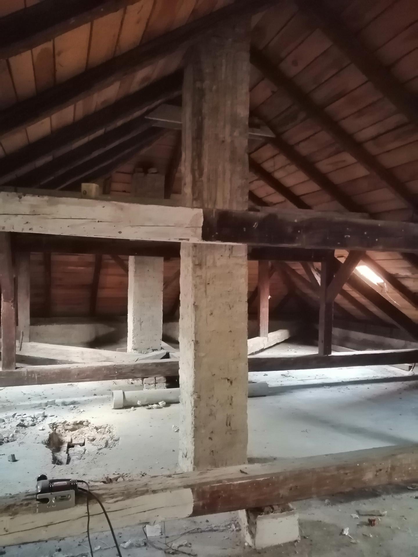 Prestavba podkrovia zo sedlovo valbovej na sedlovú strechu. - Obrázok č. 32