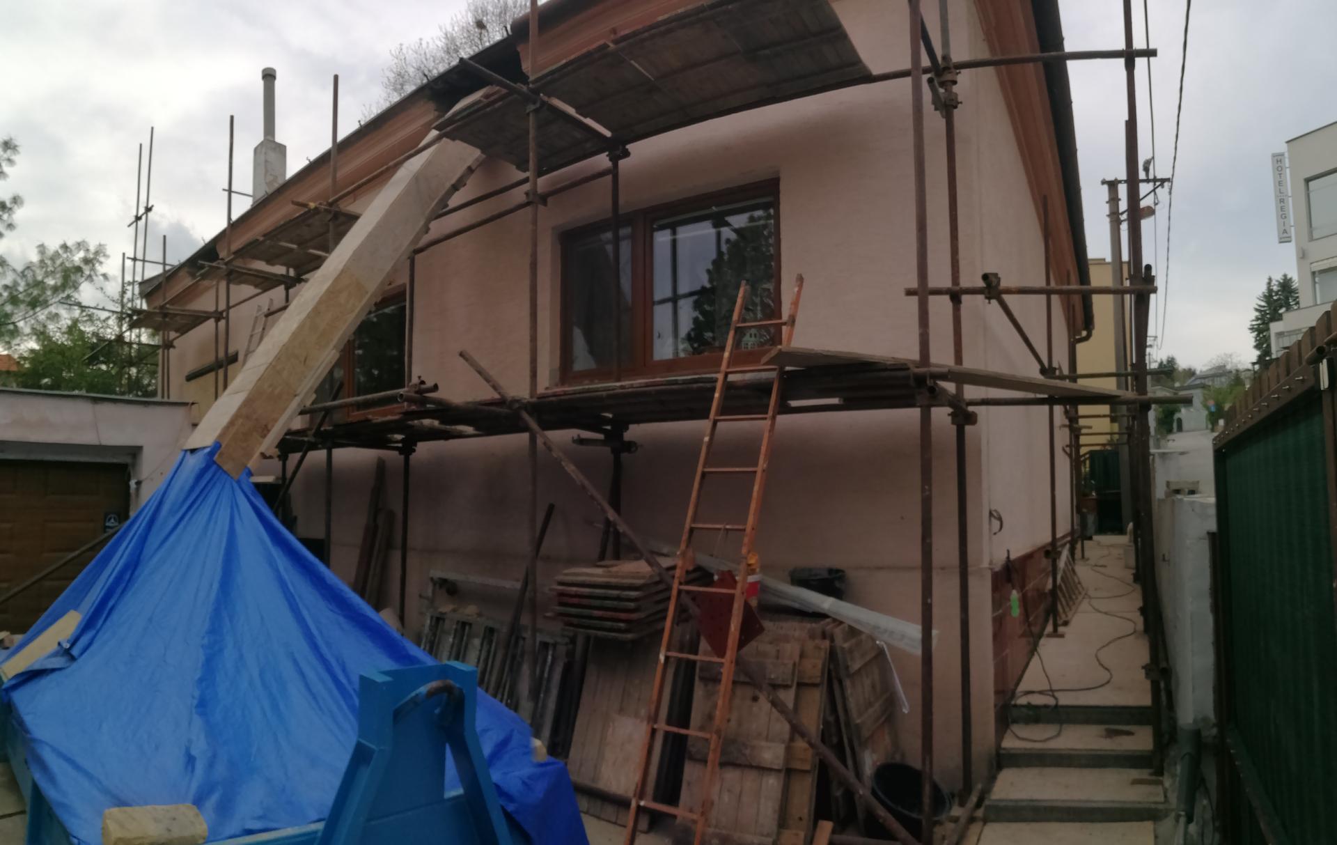 Prestavba podkrovia zo sedlovo valbovej na sedlovú strechu. - Obrázok č. 35