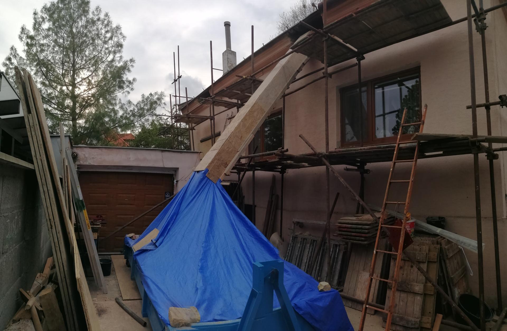 Prestavba podkrovia zo sedlovo valbovej na sedlovú strechu. - Obrázok č. 39