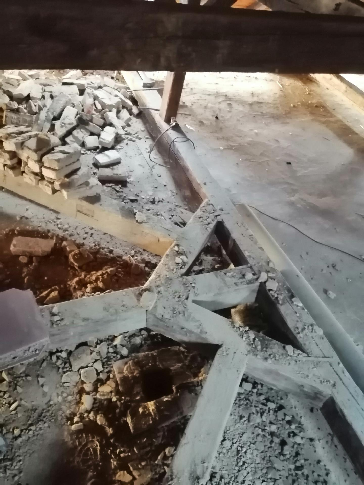 Prestavba podkrovia zo sedlovo valbovej na sedlovú strechu. - Obrázok č. 42