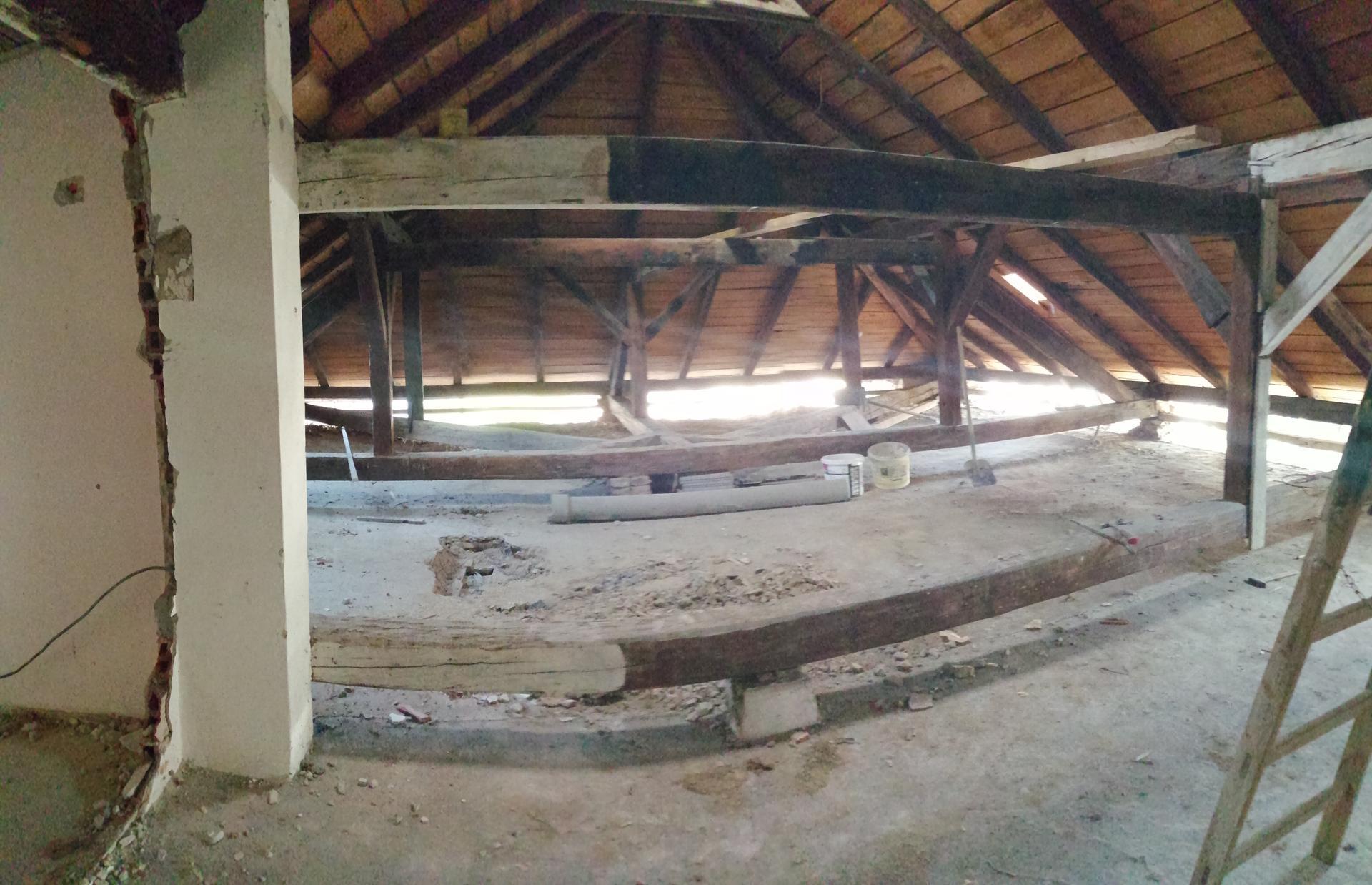Prestavba podkrovia zo sedlovo valbovej na sedlovú strechu. - Obrázok č. 47