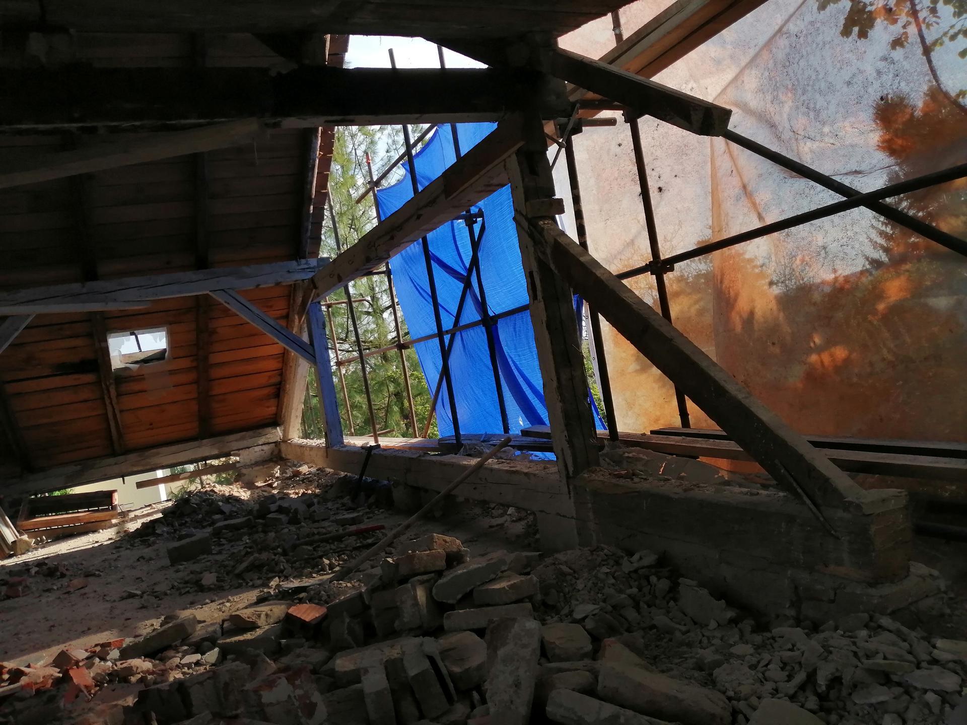 Prestavba podkrovia zo sedlovo valbovej na sedlovú strechu. - Obrázok č. 48