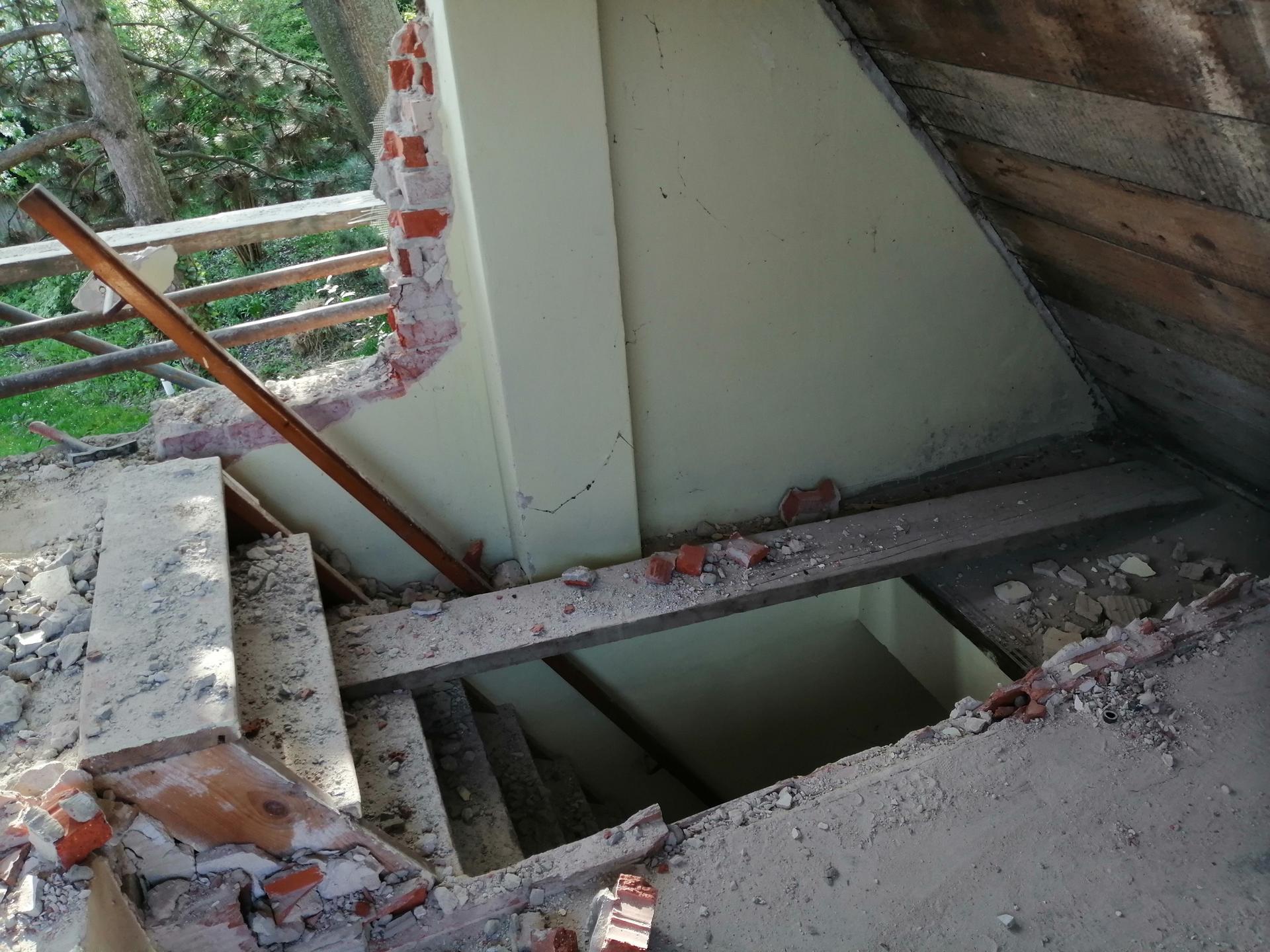 Prestavba podkrovia zo sedlovo valbovej na sedlovú strechu. - Obrázok č. 49