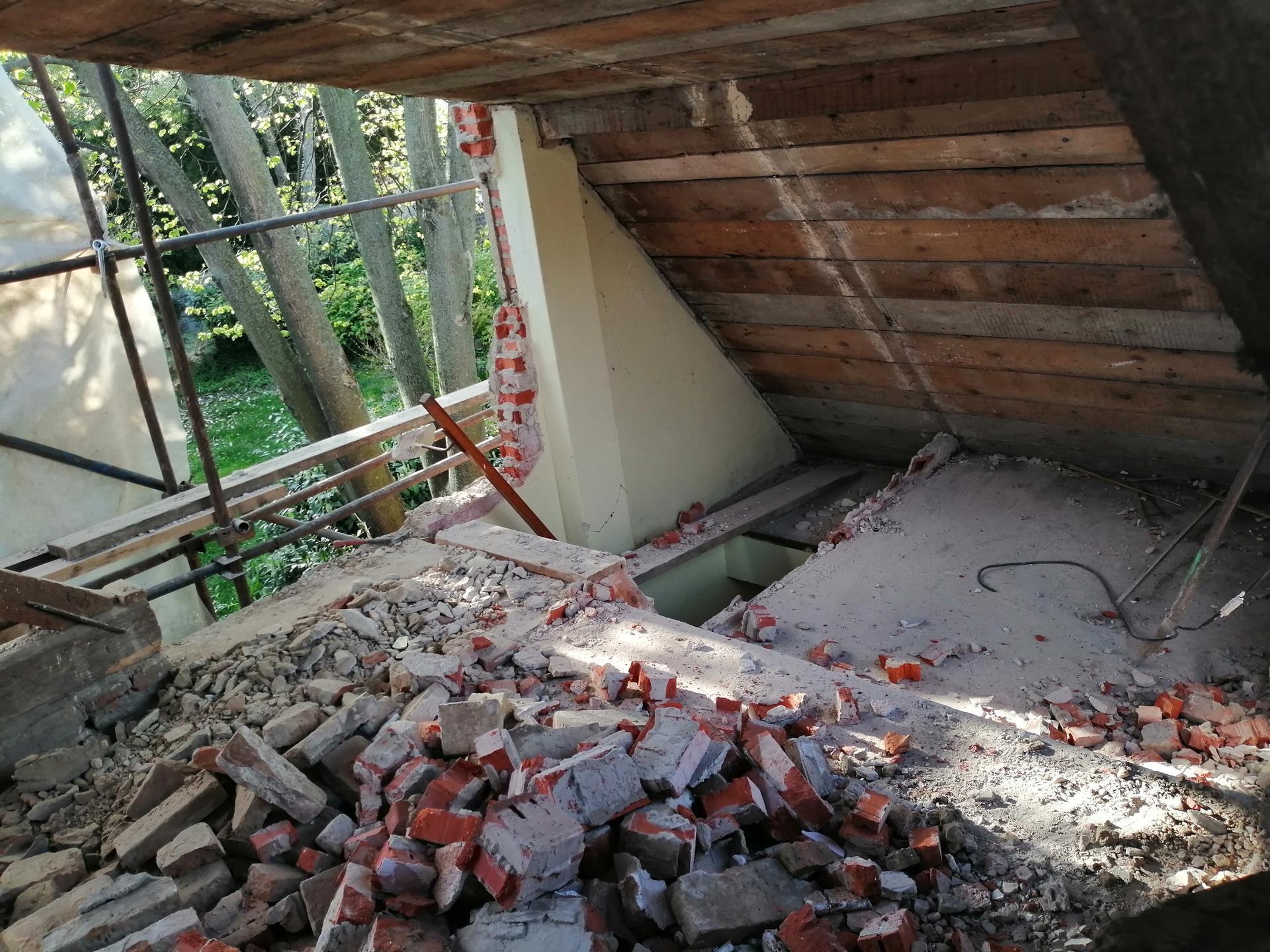 Prestavba podkrovia zo sedlovo valbovej na sedlovú strechu. - Obrázok č. 52