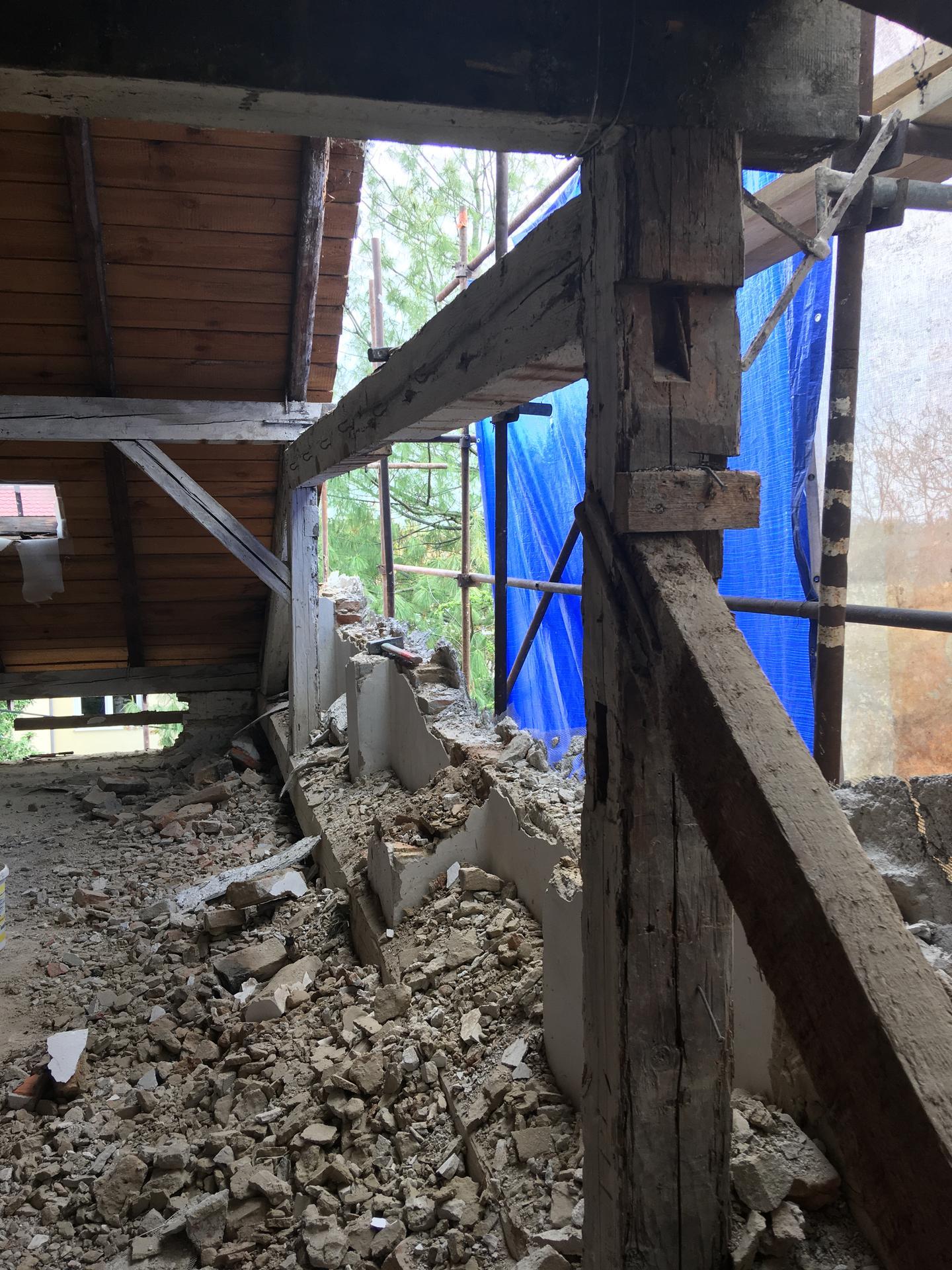 Prestavba podkrovia zo sedlovo valbovej na sedlovú strechu. - Obrázok č. 55