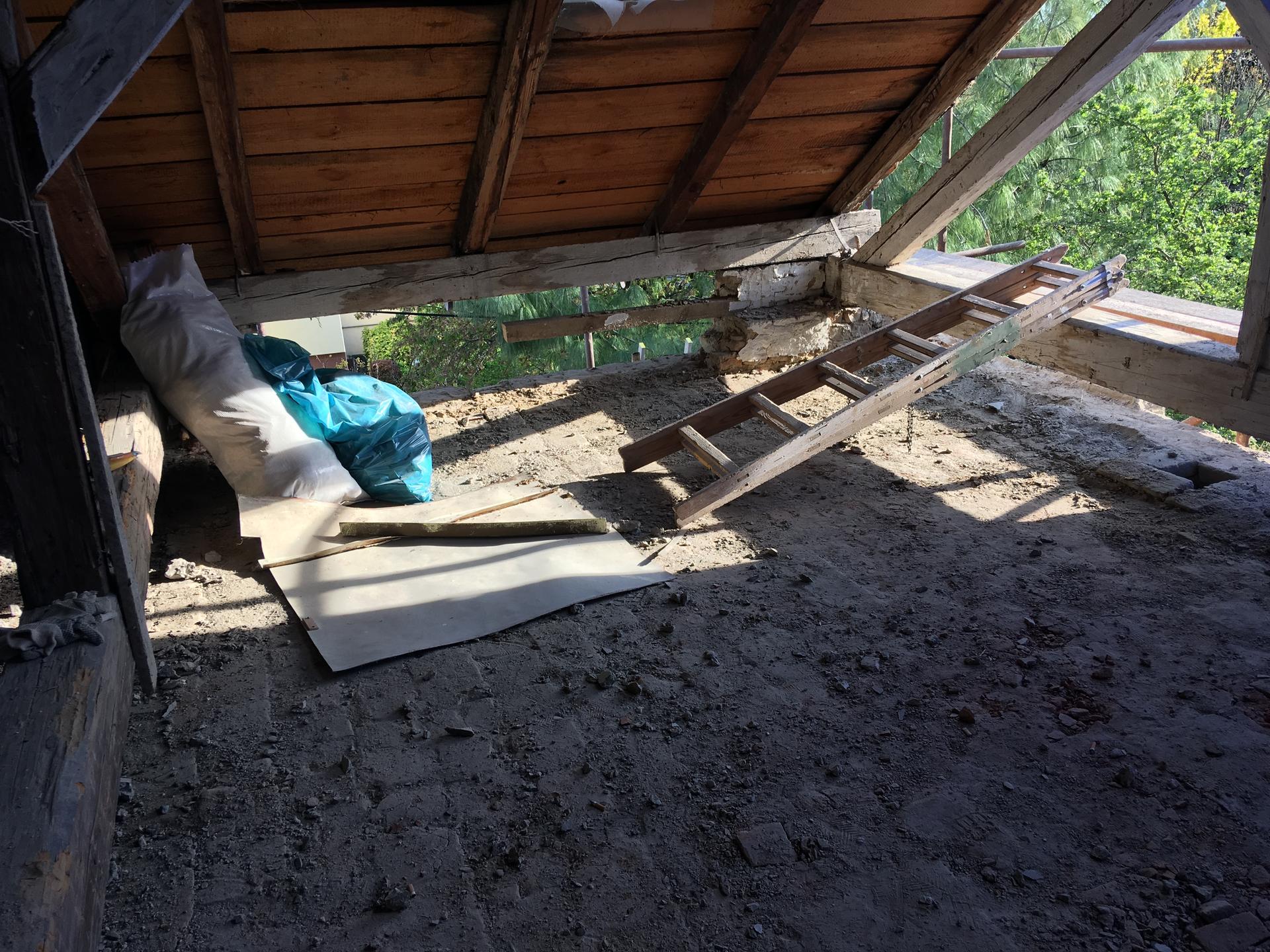 Prestavba podkrovia zo sedlovo valbovej na sedlovú strechu. - Obrázok č. 56