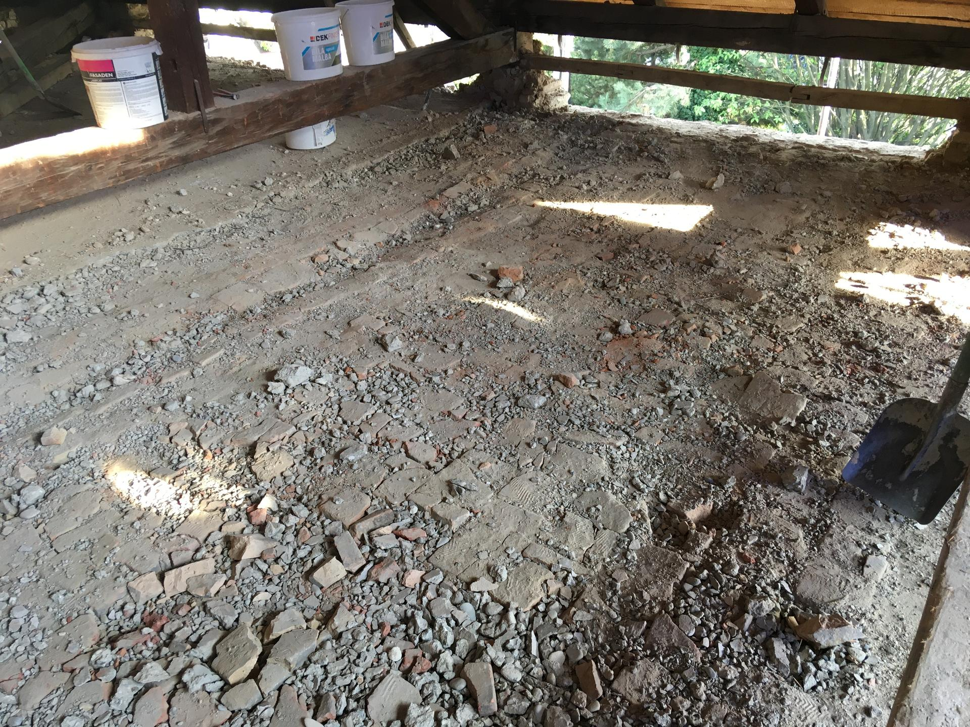 Prestavba podkrovia zo sedlovo valbovej na sedlovú strechu. - Obrázok č. 58
