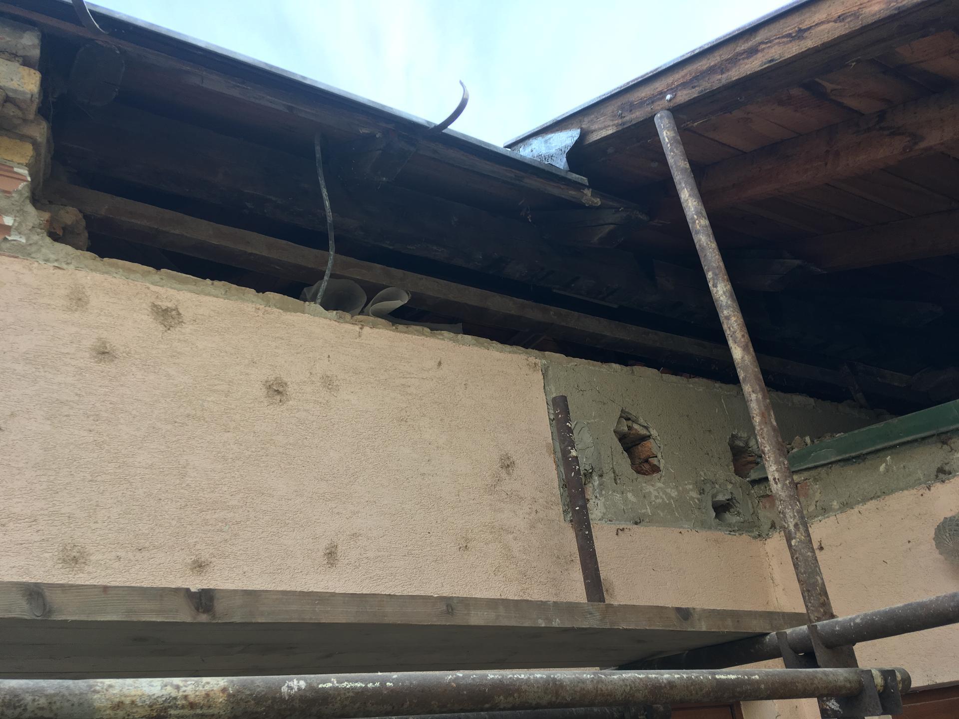 Prestavba podkrovia zo sedlovo valbovej na sedlovú strechu. - Obrázok č. 61