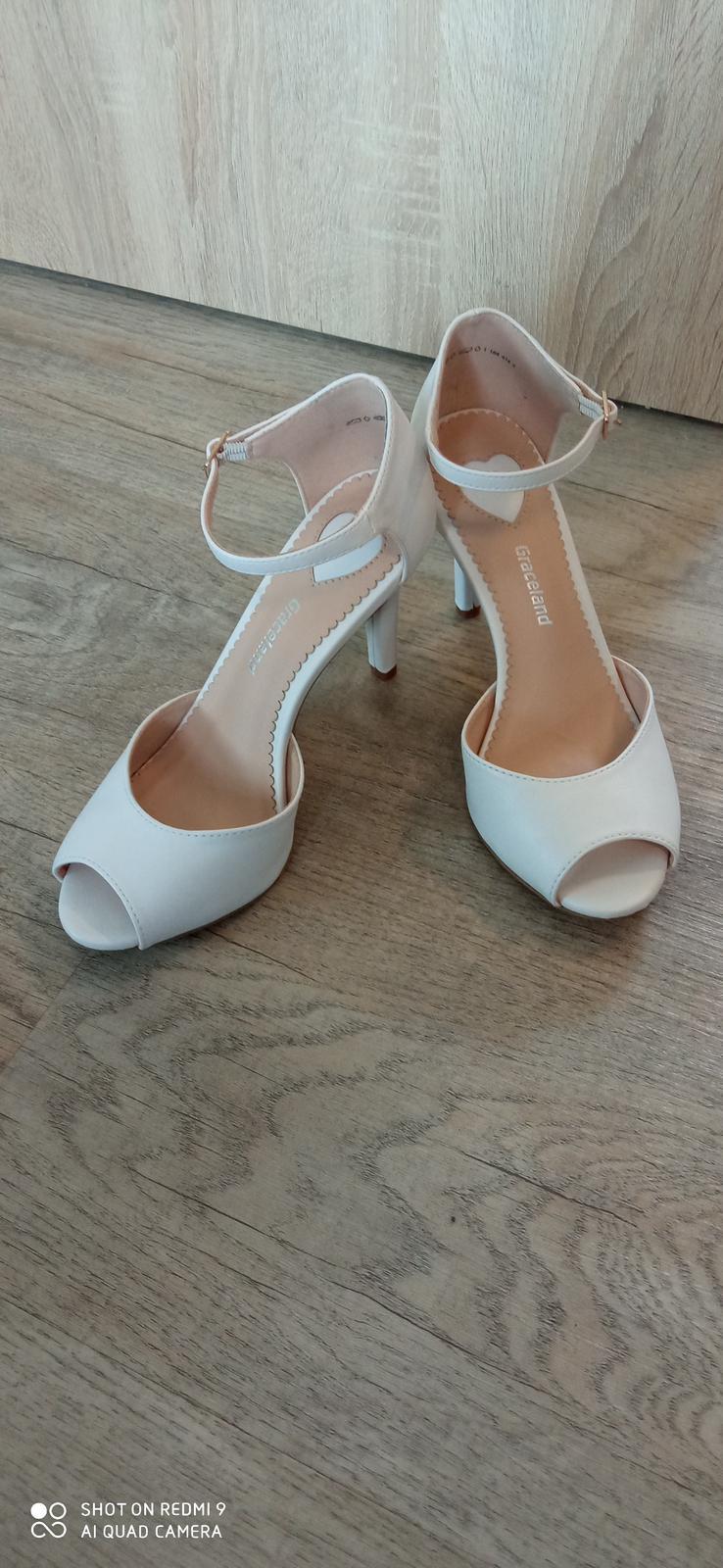 bílé boty vel. 38 - Obrázek č. 1