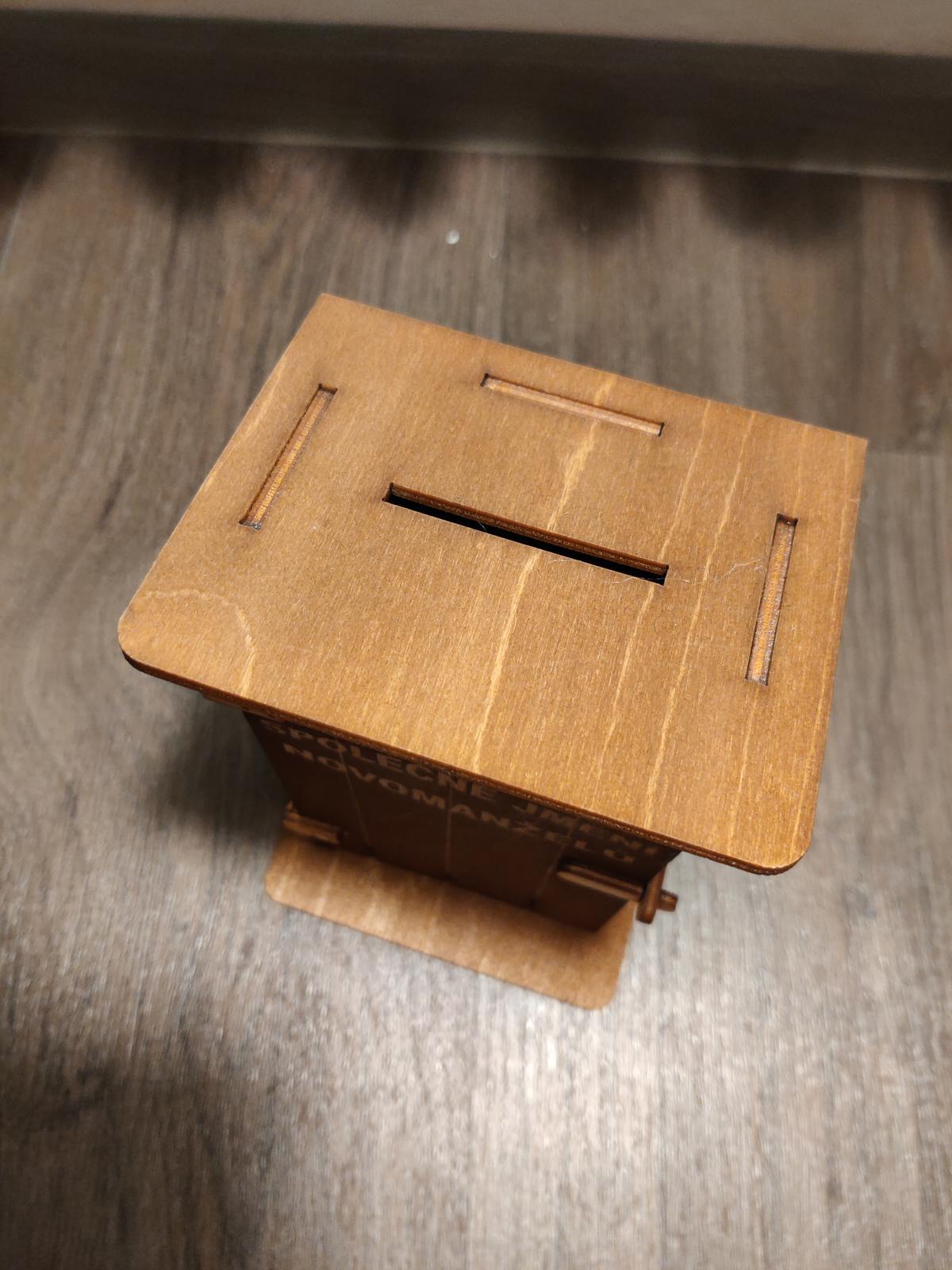 Kasička ve tvaru kadibudky - Obrázek č. 2