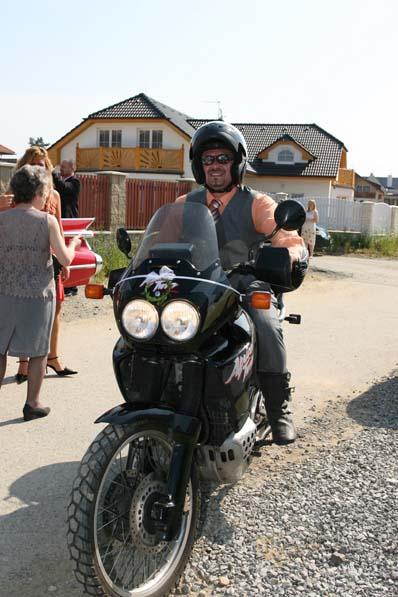 Pavla Vavrušová{{_AND_}}Pepa Klemenc - To je můj budoucí manžel.Jel na motorce a moc mu to slušelo.