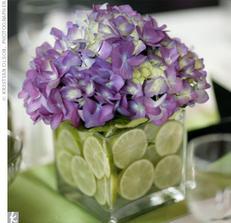 Ideální kombinace barev naší svatby a zeleného salonku, kde máme hostinu...
