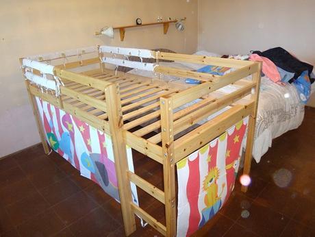 drevená vyvýšená posteľ s bunkrom - Obrázok č. 3