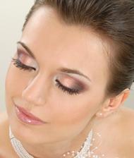... práve som tu našla v albume jednej budúcej nevestičky tento úžasný make-up.... určite musí byť :)))
