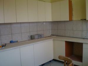 kuchyňa, zatiaľ provizórne zložená, aktuálnu fotku ešte priložím:)