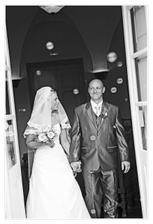 novomanželé vykračují do společného života