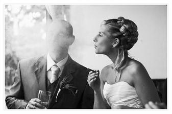 ... a nevěsta si dala svůj vítězný doutník :-)))
