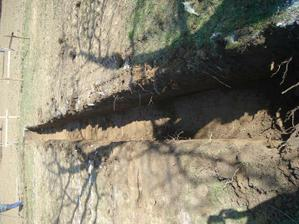 prvá strana vykopaná