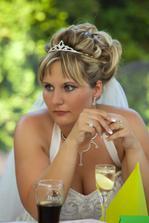 Zamyšlená nevěsta :-)).