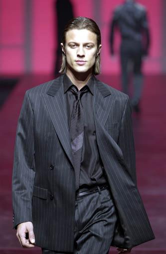 Plány a realita :) - tento je super len mu je trochu veľký :)) iná košeľa, iná kravata. HB