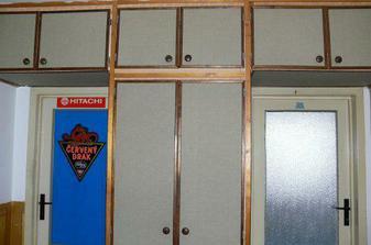ty dveře jsou z druhý strany natřený :-P