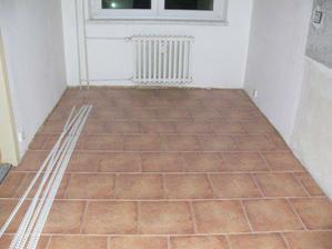 A položená podlaha v kuchyni :-)