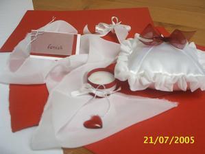 dekorace na stůl a polštářek na prstýnky