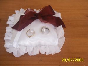 polštářek na snubní prstýnky (tyto jsou jen zkušební)