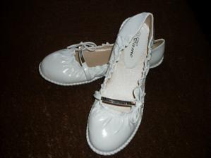 a nevěsta už má doma obutí