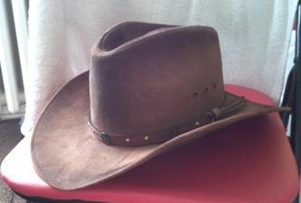klobouk už je doma