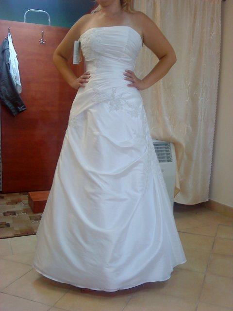 Prípravy na svadbu - skúška šiat, ale toto to nie sú tie pravé  :))