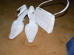 a k úžasným botičkám patří úžasná kabelka. Díky ikarkulce...
