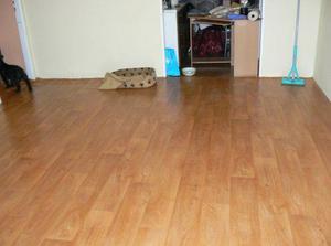 Nová podlaha v obýváku, ještě není úplně hotová