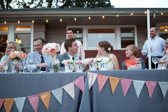 Vlaječky jako dekorace okolo stolu...uděláme:-)