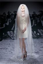 Lanvin...tak takhle to možná bude, krátké šaty a dlouhý závoj:-)