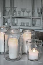 svíčky v zavařovačkách na stoly