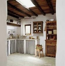 Taková stavěná kuchyň asi bude, závěsy též:-)