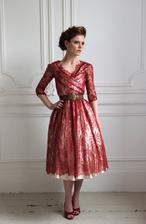 Kdybych chtěla svatbu v červené barvě, tak bych neváhala a vzala si tyto šaty:-)